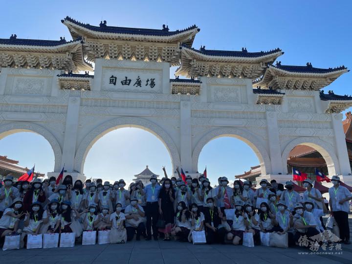 僑生活力滿滿地同賀中華民國生日快樂