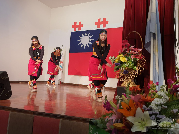 新興原住民舞蹈 剛柔並濟演出 觀眾目不轉睛