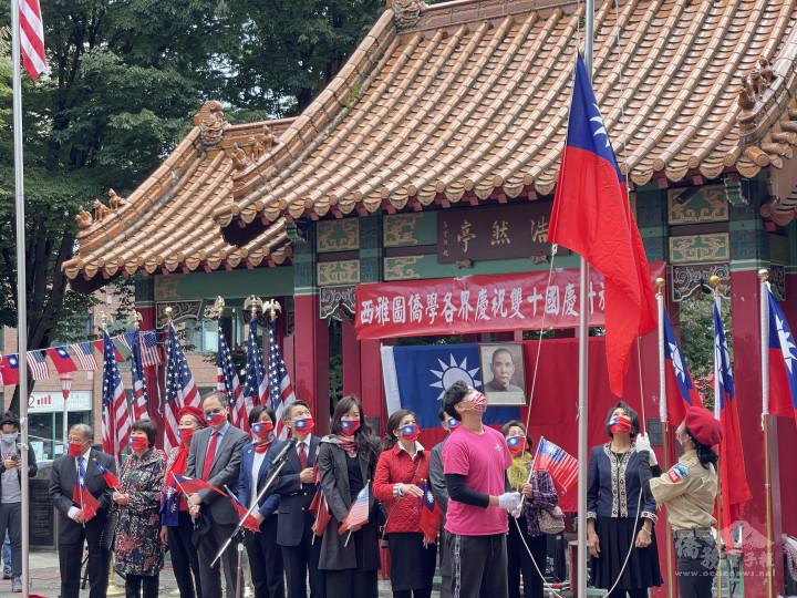 南普峽童軍和FASCA進行國旗升旗儀式