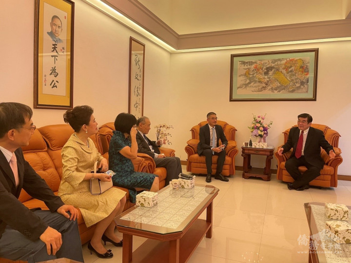 徐蔚民副代表與在場貴賓意見交流