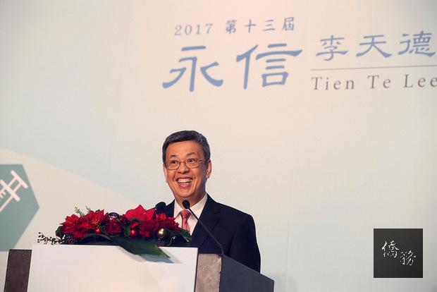 副總統出席「第13屆永信李天德醫藥科技獎頒獎典禮」,肯定得獎者在生技醫藥科技研究領域上的傑出貢獻,並期許我國生醫產業能更上層樓,促進全人類的健康福祉,打造屬於臺灣的光榮。(總統府提供)