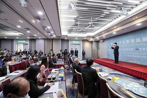 副總統出席「我國少子化對策與展望論壇」並致詞
