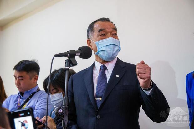 邱部長赴立法院司法、法制、外交及國防委員會第3次聯席會議前,特別回應媒體對新聞議題的詢問。