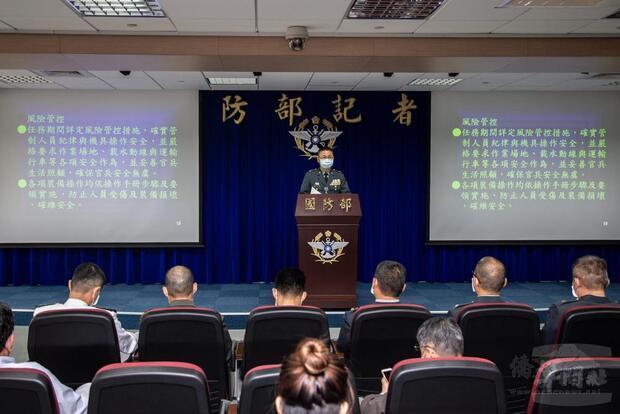 國防部召開記者會,針對陸軍執行淨、運水暨森林救火任務成效公開說明。