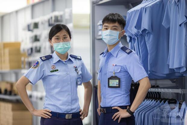 國軍服裝供售後站提供全新服務,圖為空軍臺中服裝供售站。
