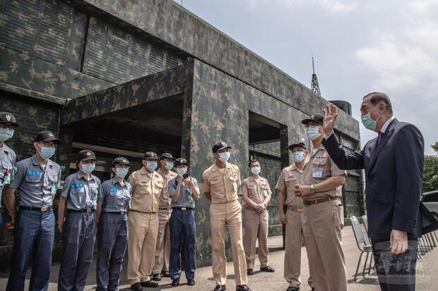 中華民國軍人之友社理事長李棟樑前往北部地區慰訪駐守偏遠地區官兵。