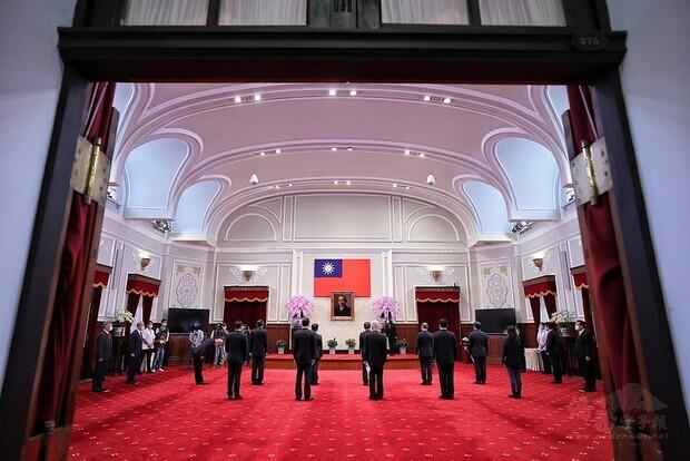 蔡英文總統今(11)日上午主持「新任行政院政務人員、國家安全局局長及駐外大使宣誓典禮」