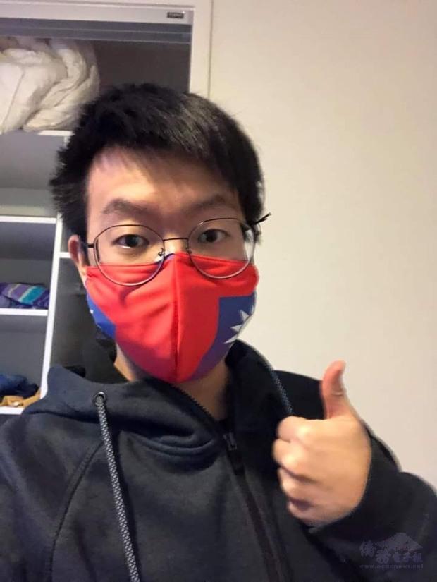 留學生Frank感謝張吳雪娥及墨爾本僑界急難救助協會協會慷慨贈送國旗口罩。