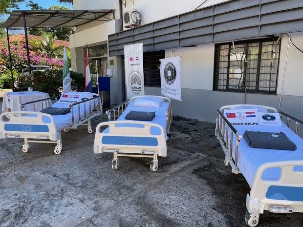 慈濟志工感恩在巴拉圭臺灣鄉親及各界的點滴愛心匯聚,捐助病床紓解巴拉圭新冠肺炎疫情所需。
