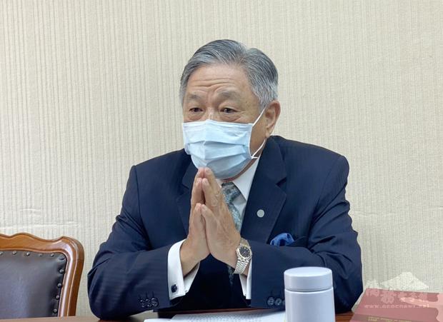 世界衛生大會(WHA)24日將登場,台灣若要如期參與會議,需在歐洲時間10日下班前收到邀請函並完成報到。外交部次長田中光10日列席立法院內政委員會專題報告,他在會前接受媒體相關提問時表示,「我們奮戰到最後一刻」。
