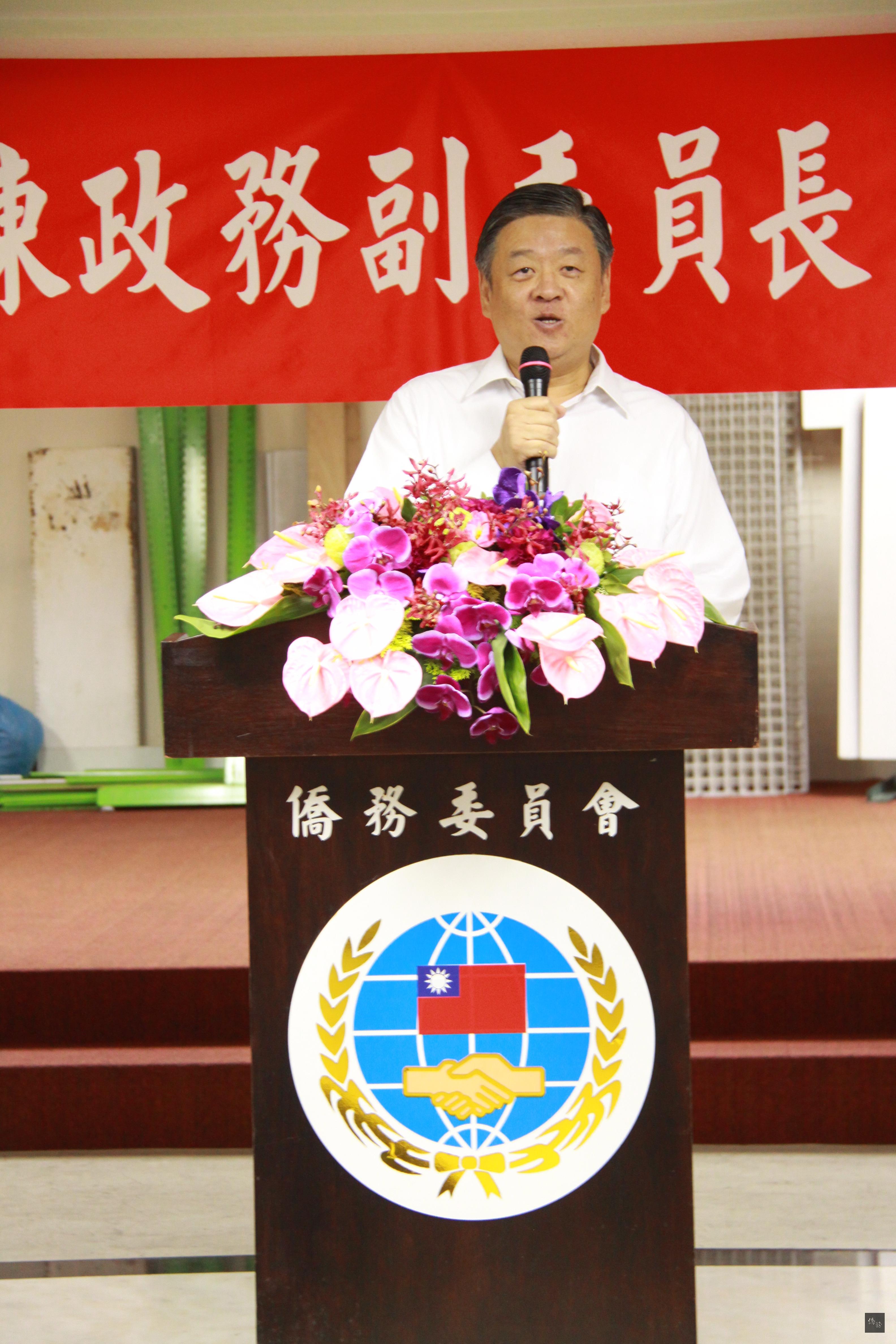 僑委會副委員長呂元榮代表同仁致詞,歡送陳玉梅。