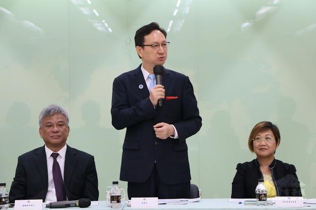 童振源(中)感謝亞總長期協助政府推動新南向政策。