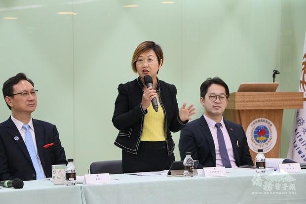 徐佳青表示,蔡總統十分感佩臺商幫助臺灣促進與世界各國拓展實質關係與國民外交。