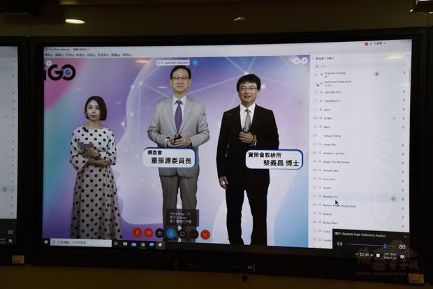 圖二:蔡義昌(右)感謝僑委會全力促成本次活動,將臺灣的知識帶給全球僑臺商。