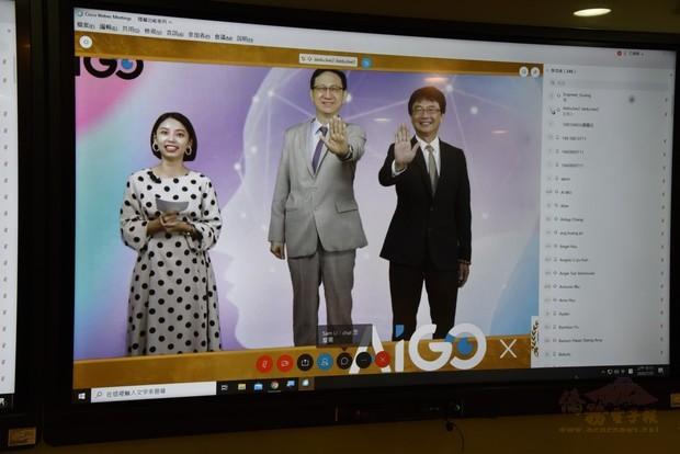 圖四:童振源(中)與蔡義昌(右)以手勢與線上學員合影。