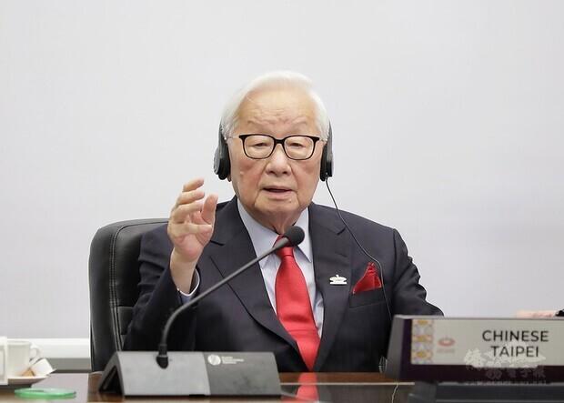 我國領袖代表台積電創辦人張忠謀以視訊方式參加2020年亞太經濟合作經濟領袖會議,過程順利,圓滿達成任務。