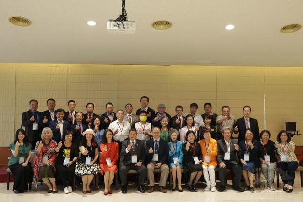 亞總和龍華科技大學簽訂MOU揭牌儀式大合照。