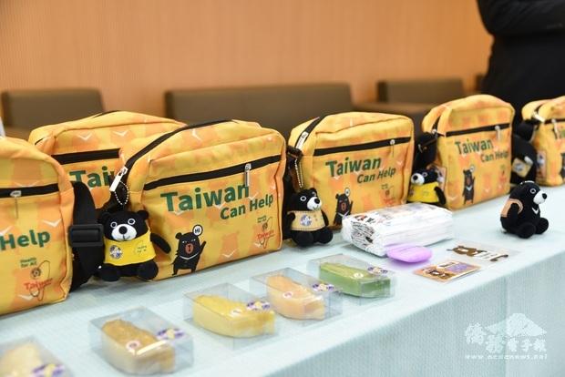 世總加碼製作防疫關懷包2.0,新增黑熊公仔、口罩套、額溫卡、臺灣造型的五行香皂等內容物,期盼與僑委會共同幫助更多海外僑胞。