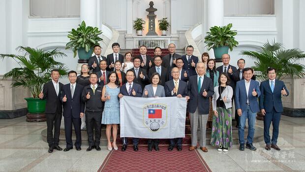 總統與高球界菁英選手及中華民國高爾夫協會幹部合影
