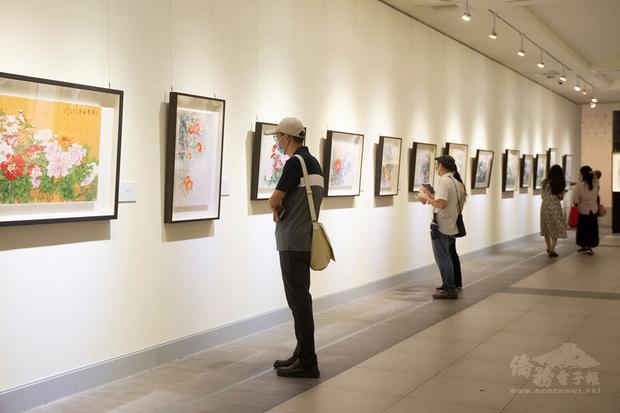 國立國父紀念館即日起至6月中旬推出「麗水風華–張克齊七十回顧展」,展出圍繞「豐衣足食」、「親情闔樂」、「自由和諧」、「悲天憫人」的溫馨含意,呈現雅俗共賞的藝術華彩。(國父紀念館提供)
