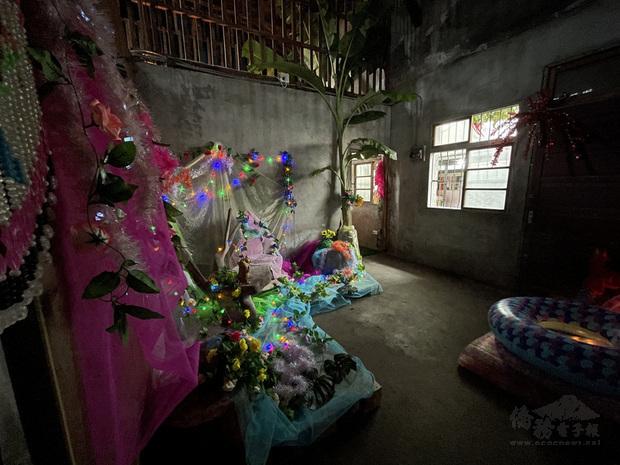 位於花蓮縣壽豐鄉豐田社區的大同戲院,塵封超過40年,在花蓮縣文化局「鄉關何處-藝術開放、空間亮點」計畫的推波助瀾下,由藝術家進駐創作,為老舊建築增添生命力。
