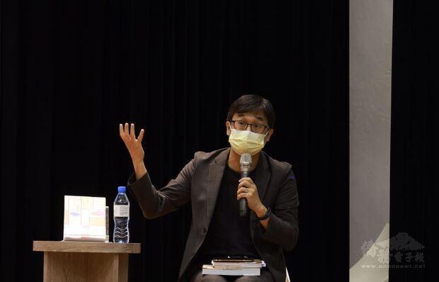 國家人權博物館館長陳俊宏主持