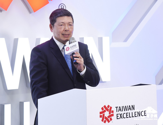 貿協秘書長葉明水主持台灣精品智慧交通記者會,並分析智慧交通產業現況。(貿協提供)