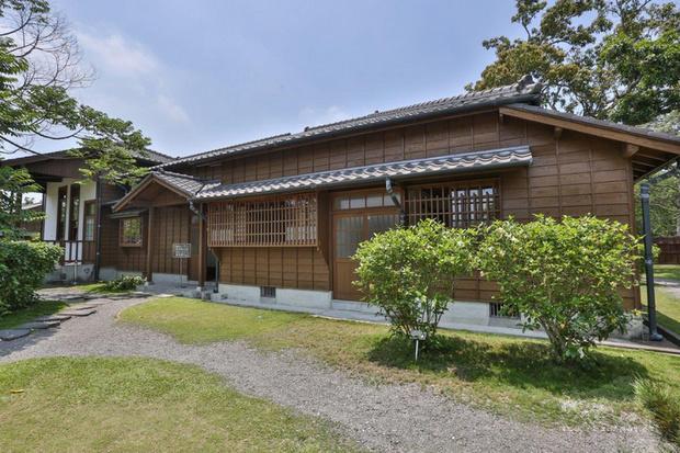 烏山頭水庫旁的八田與一紀念園區有傳統日式建築,環 境優美。(西拉雅國家風景區管理處提供)