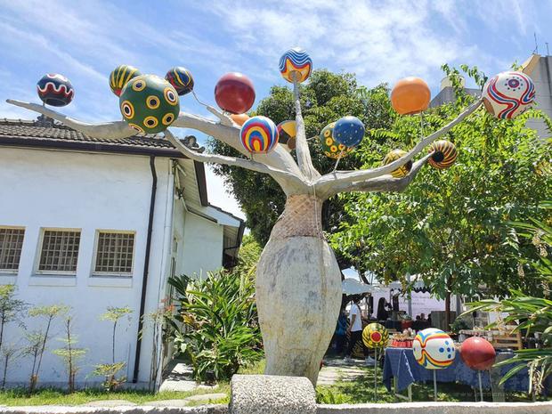 屏東原民物產館「原百貨」進駐「勝利星村」開幕,將作為原民物產及文化的展示平台,帶民眾深入部落。