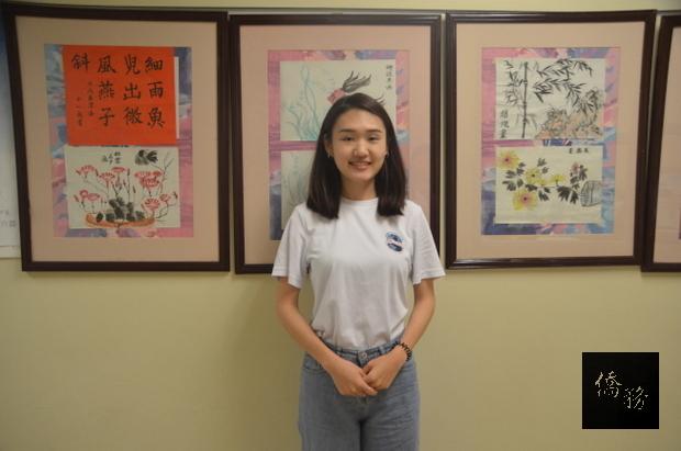 原本想做空服員的伍宥蓁,未來期望往兒童華語教學方向發展。(世界日報提供)