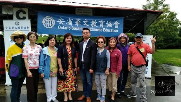 李叔玲(左三)、孫浩敏(左二)及工作人員合照。
