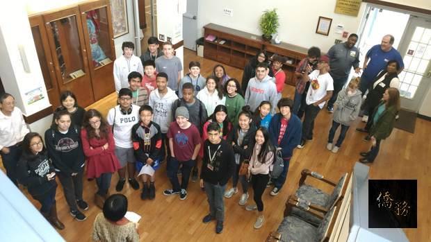 學校38位學生、老師與家長們在近2小時的參訪中,增進對臺灣、中心及中華傳統習俗文化瞭解。