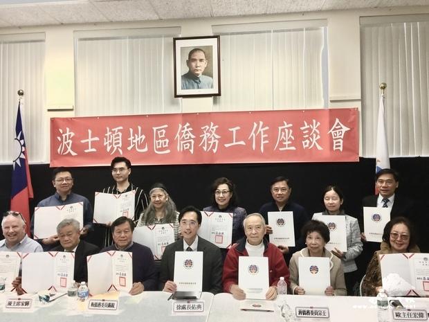 頒發108年臺灣青年海外搭僑計畫感謝狀。