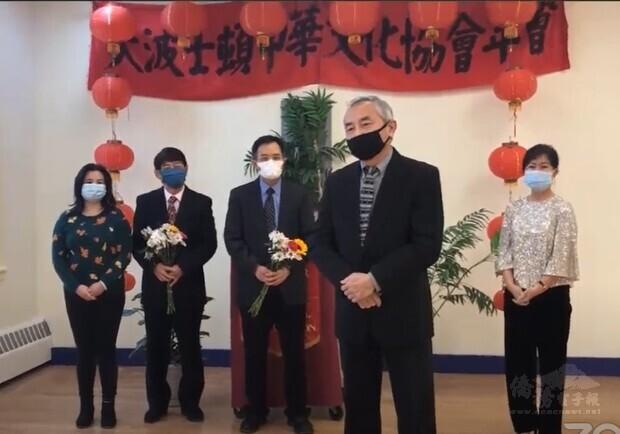 文協新舊會長交接。右起潘慧如、楊哲修、廖超強、楊曉華
