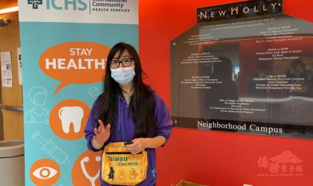 ICHS疫苗施打中心負責人林鳳媚當場背起防疫。
