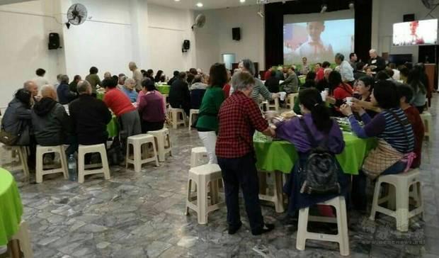 僑界長輩聯誼用餐,聯繫情誼及增進僑社團結和諧。