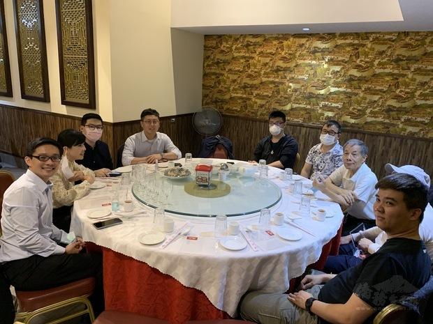 臺灣商會理監事與大使館新進人員相互認識敘談僑情