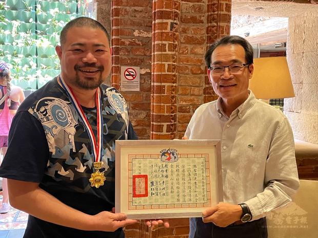 旅墨僑務顧問張哲偉獲選為華僑救國聯合總會文教基金會海外優秀青年