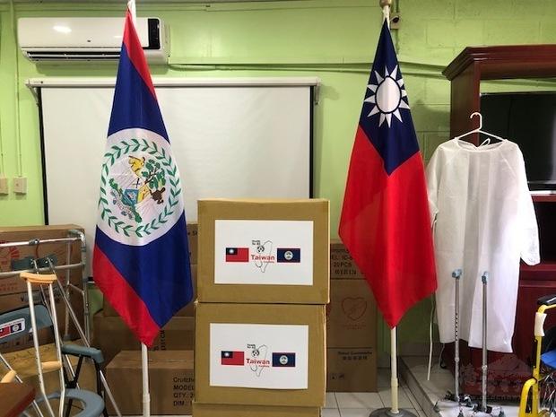 品項包含來自台灣「普賢教育基金會」及「曹仲植基金會」