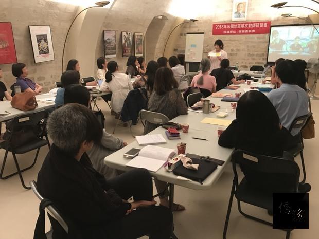 曾怡華鼓勵大家善用僑務委員會的教學資源,從生活中 就地取材,自製經濟實惠的教材及教具