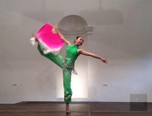 小豆豆舞蹈團及琢璞時尚文化舞團受到各地觀眾熱烈掌聲喝采。