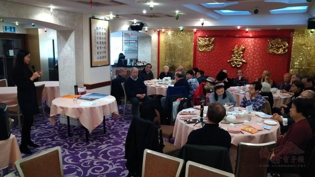 英國大地社會員及會友仔細聆聽薛名媛分享糖尿病保健之道。