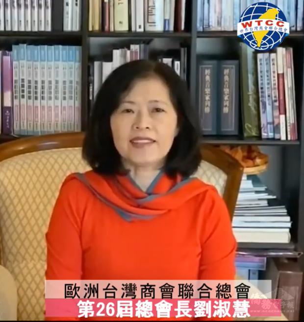 歐總總會長劉淑慧歡迎歐洲僑胞認購臺灣鳳梨