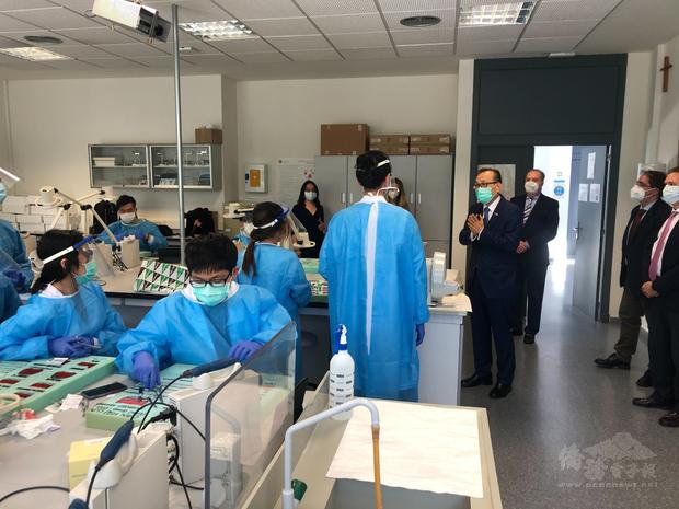台灣有逾百名學生於CEU大學牙醫系就讀