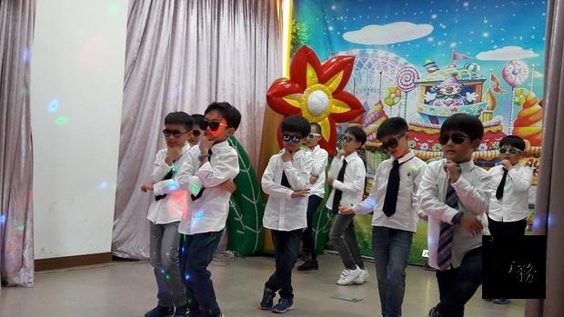 永小同學才藝表演。