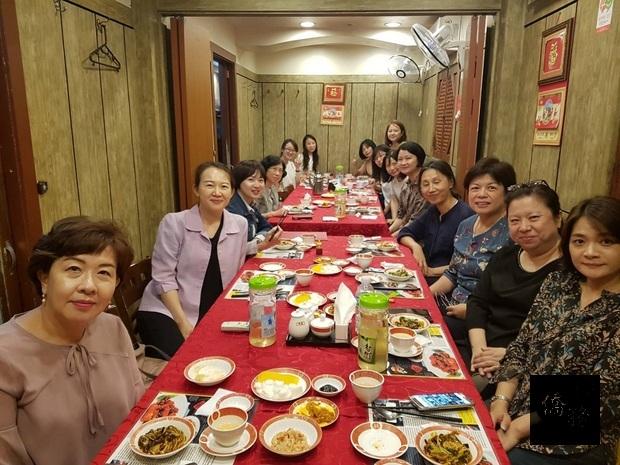 臺師會教師節餐會合影。