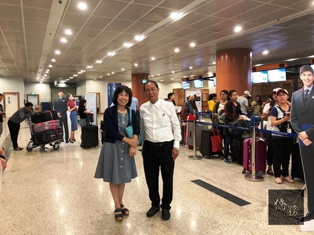 楊碧華(左)陳自廷(右)祝福老師們台灣學習之行收穫滿滿。