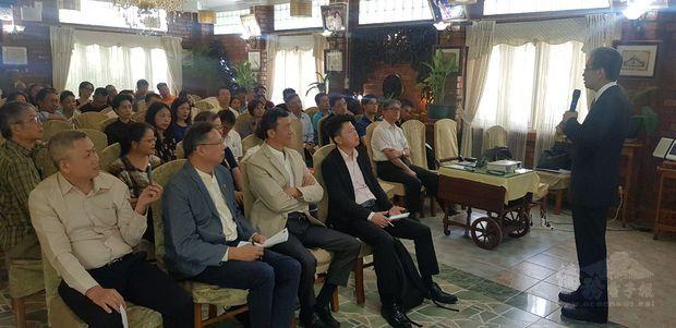 5G時代新佈局,吸引近50名僑商及留臺同學到場聆聽。