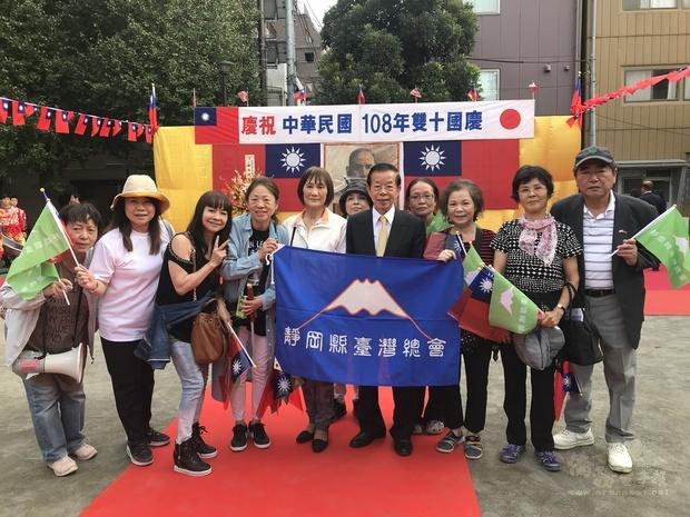 謝長廷與靜岡台灣總會合影。