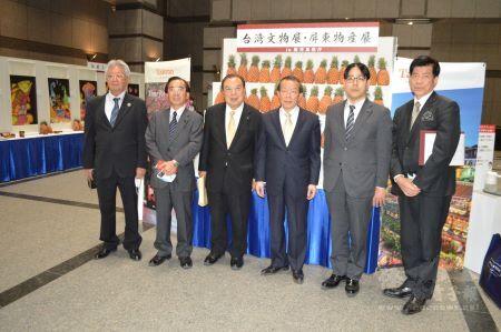 鹿兒島縣廳內舉辦「臺灣文物展・屏東縣物產展」。
